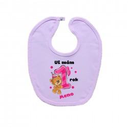 Ružový podbradník na zapínanie Už mám 1 rok s Medvedíkom a menom dieťatka Dievča
