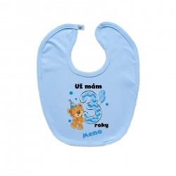 Modrý podbradník na zapínanie Už mám 3 roky s Medvedíkom a menom dieťatka Chlapec