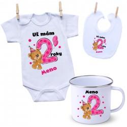 Sada Mám 2 roky s Medvedíkom a menom dieťatka Dievča